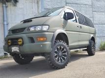 デリカスペースギア 2.8 スーパーエクシード ロング クリスタルライトルーフ ディーゼルターボ 4WD ラプターライナー全塗装済 施工車