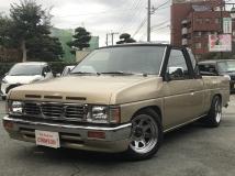 ハードボディ ダットサン トラック 北米日産 V6・左ハンドル・サンルーフ・ローダウン