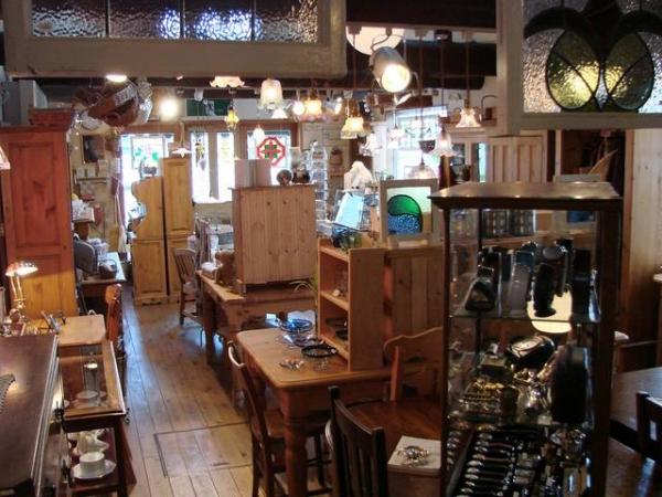 「TUDOR ROSE」は、1900~1930年代のアンティーク家具を中心に取り扱っております。